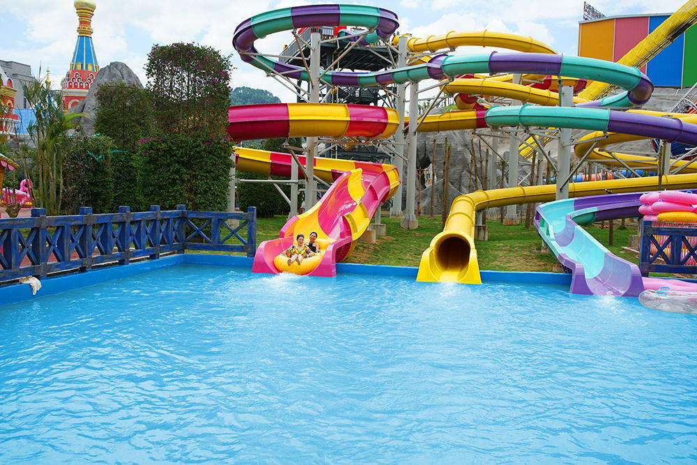 park holiday outdoor water slide ride Wenwen