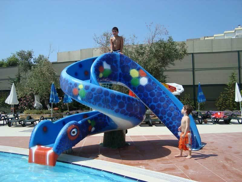 Kids Water Slide Equipment Fiberglass Snake Water Spray Slide For Water Park