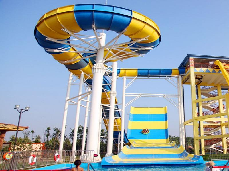 Amusement Water Park Slide Giant Boomerang Water Slide Fiberglass Material For Family