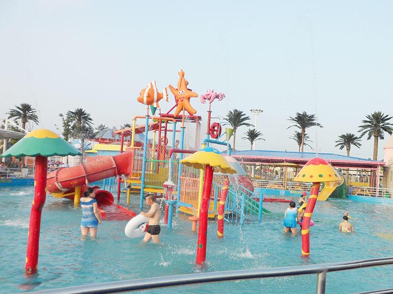 Aqua Playground Park Equipment Interactive House Slide With Spray / Water Curtain