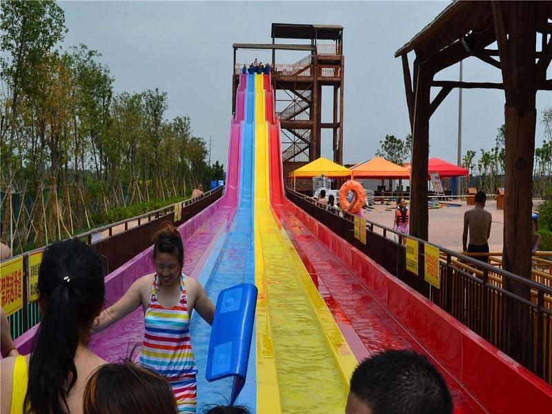 Racing Rainbow Water Slide Water Park High Speed Water Slide For Fun Experience