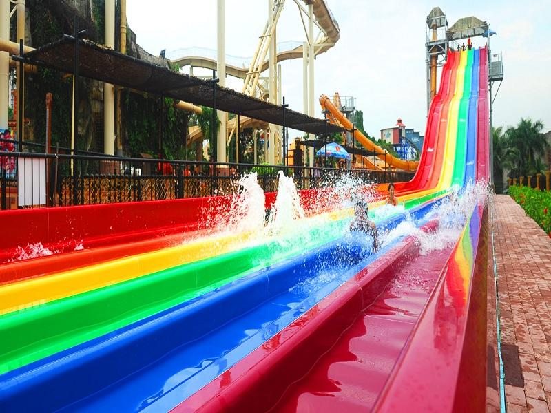 Racing Rainbow Water Slide Water Park High Speed Water Slide For Fun Experience