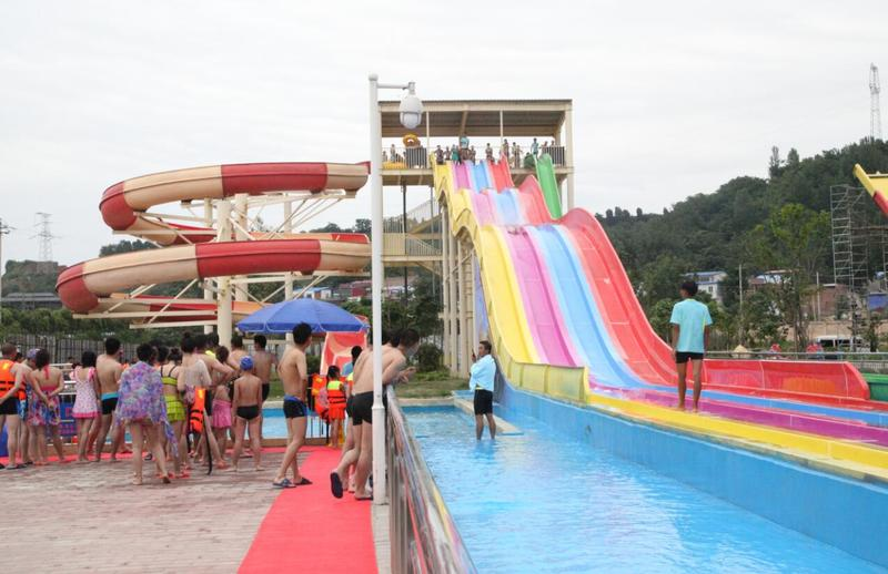 Stimulate fun water slides